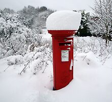 Snowy Postbox by photosbymo