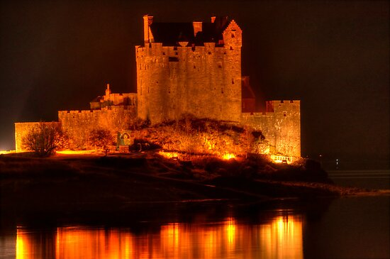 Eilean Donan Castle at night by Steve