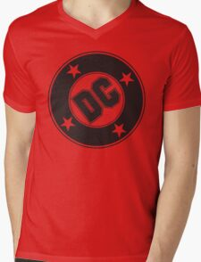 DC COMICS - BLACK Mens V-Neck T-Shirt