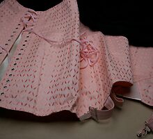 Une gaine or a vintage corset ?  by Pascale Baud