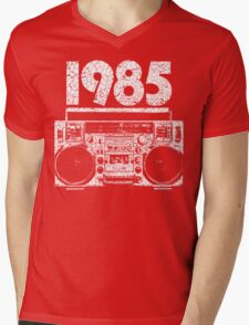 1985 Boombox Distressed Graphic Mens V-Neck T-Shirt