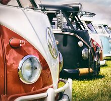 VW buses on display by UKGh0sT