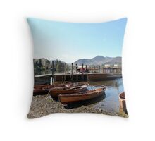 Keswick båthamn Throw Pillow