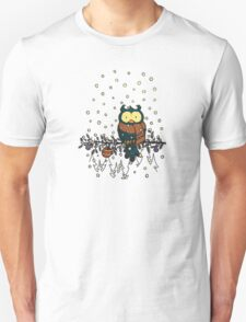 Owl in the snow v2 T-Shirt
