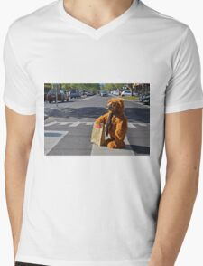 A BEARS CROSSING Mens V-Neck T-Shirt