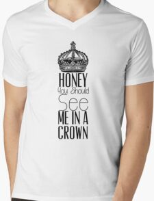 """Honey you should see me in a crown"" Moriarty quote from Sherlock (BBC) Mens V-Neck T-Shirt"
