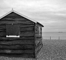 Beach hut at Kingsdown by Ian Middleton