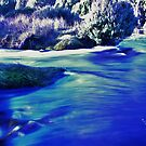 The creamy waters of Dove Lake in winter, Tasmania Australia by spyke
