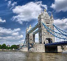 Tower Bridge by Katarzyna Siwon