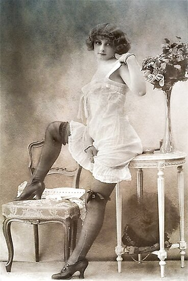 Vintage Erotic Beauty by garts