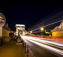 Chain Bridge at night by Zoltán Duray