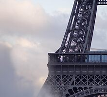 The center of the effeil tower and spouting water  by hpostant