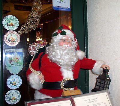 Santa Claus has the right idea... by Segalili