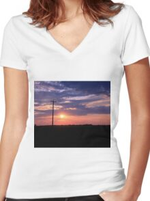 Alberta sunset Women's Fitted V-Neck T-Shirt