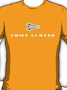 """""""Come Closer"""" - Halo Energy Sword  T-Shirt"""