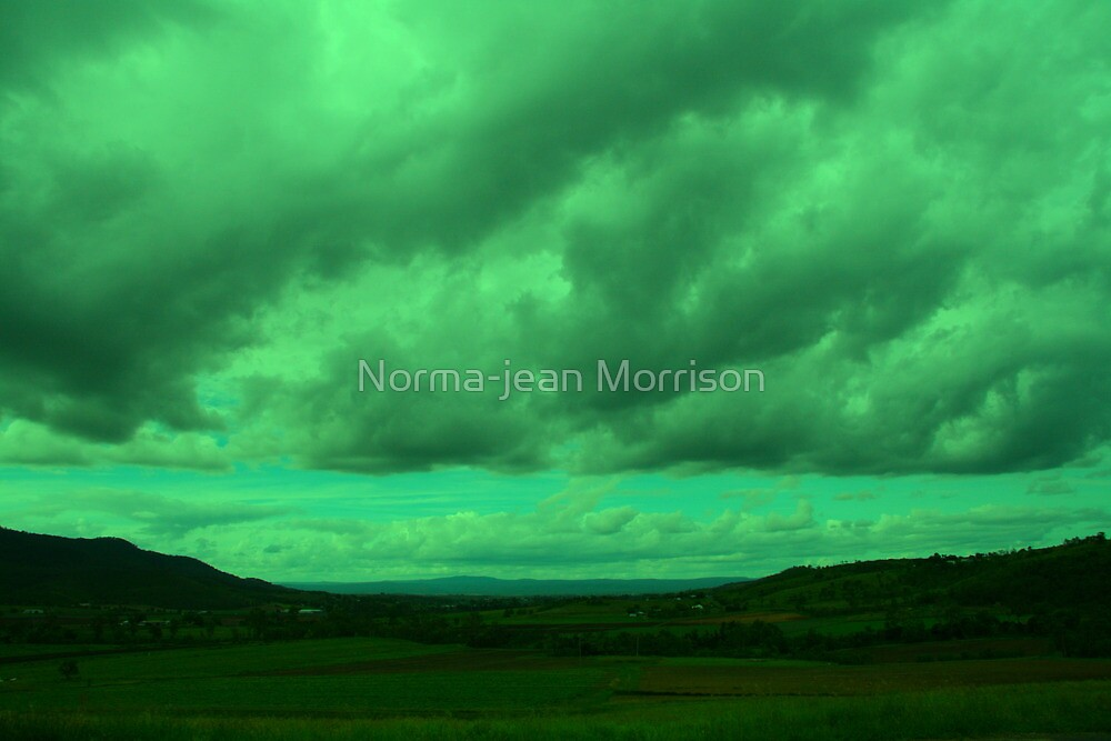 Bad storm coming in by Norma-jean Morrison