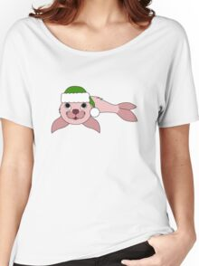 Light Pink Baby Seal with Christmas Green Santa Hat Women's Relaxed Fit T-Shirt