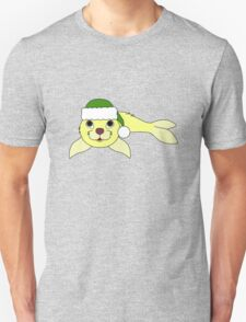 Light Yellow Baby Seal with Christmas Green Santa Hat Unisex T-Shirt