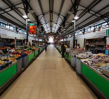Inside Loule Market by manateevoyager