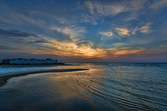 hypnotic sunset at Tel Aviv port by Ronsho