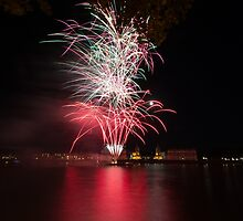 Fireworks over Greenwich by alalchan