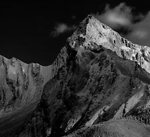 Maligne Lake mountains by Andrew Dickman