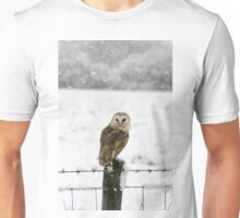 Barn Owl in snow Unisex T-Shirt