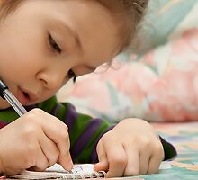 Little Girl Drawing by Kuzeytac