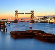 Tower Bridge at sunrise by vhmoura