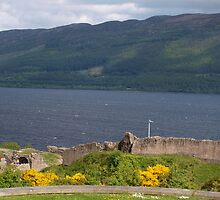 Urquhart Castle by Wenchoochoo