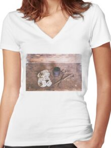 Sew Women's Fitted V-Neck T-Shirt