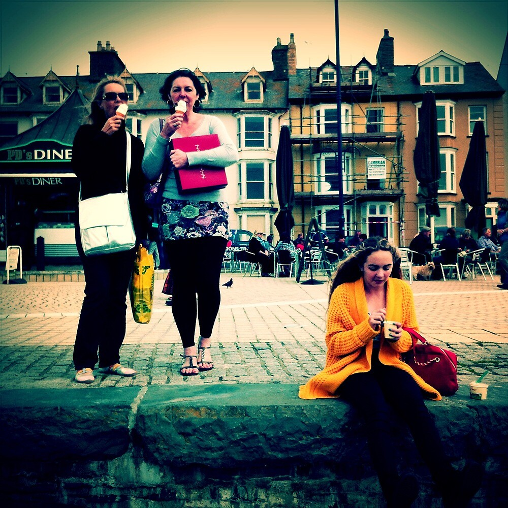 Aberystwyth - Ice creams for the girls by Colin Leal