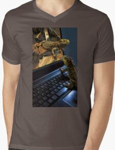 INTERNET DATING...CAN'T WAIT!!...IM MAKING MY WAY OUT TOO U..BEARDED LIZARDS ..ON THE INTERNET U CAN GET IT ALL... LOL.THATS AMORE!!.PICTURE,PILLOW,TOTE BAG,BOOKS ECT, Mens V-Neck T-Shirt