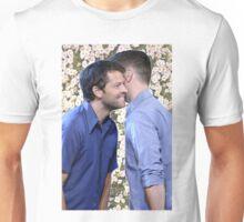 Cockles / Flower BG Unisex T-Shirt