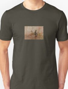 Praying Mantis Making Eye Contact T-Shirt