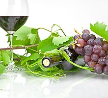 red wine by Joana Kruse