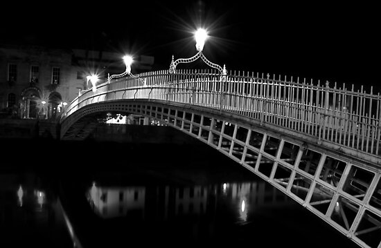 Ha'Penny Bridge At Night (mono) by Denise Abé