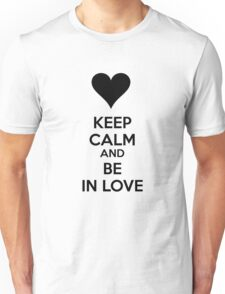Keep calm and be in love Unisex T-Shirt
