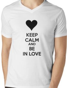 Keep calm and be in love Mens V-Neck T-Shirt