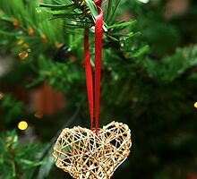 Golden heart ornament hanging by Arve Bettum