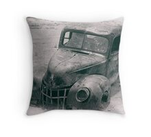 rusty old truck Throw Pillow