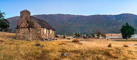 Settlers Cottage by Mark  Lucey