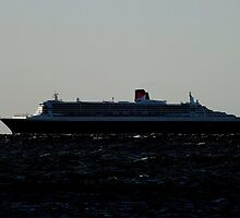 Queen Mary 2 leaving outer harbour by JAMES LEVETT