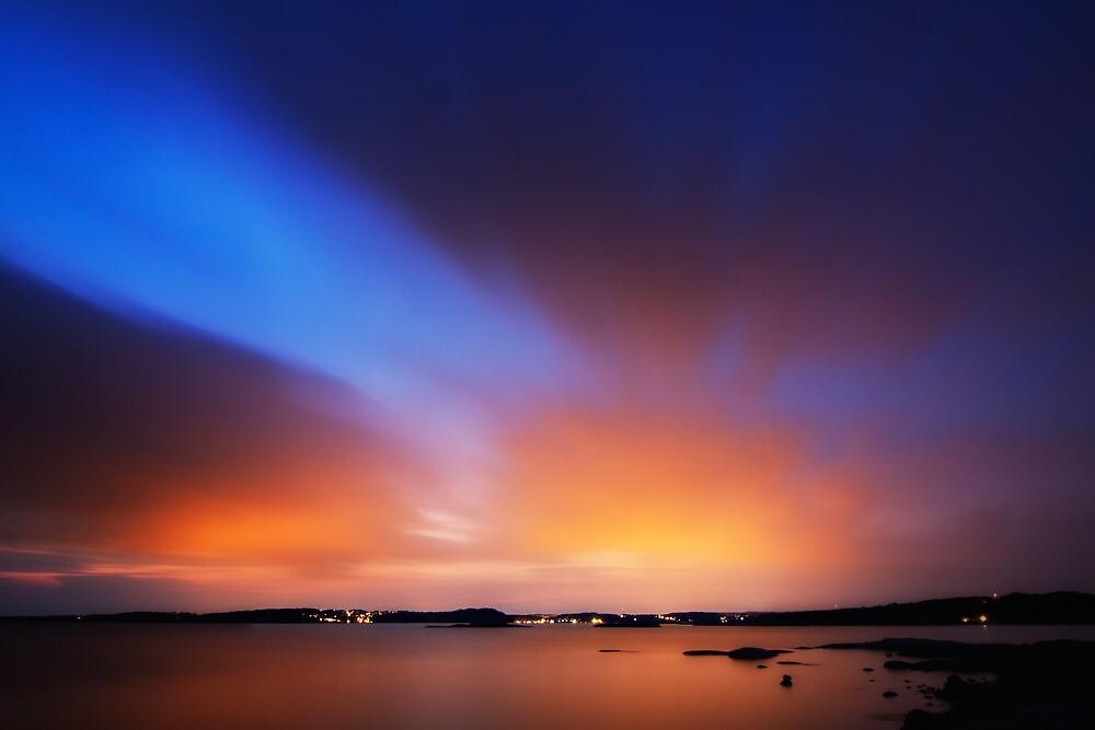 Glowing sky by ThomasB