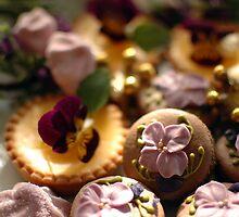 Violettes sur la table by parismidori
