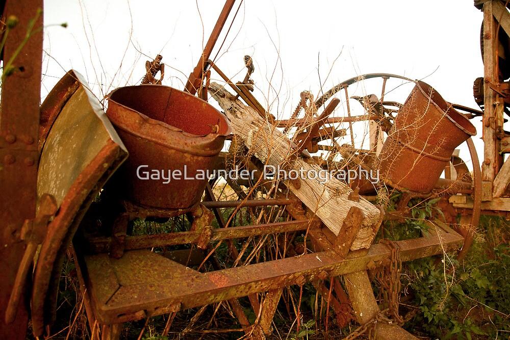 Rusty bits by GayeLaunder Photography
