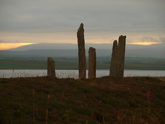 Brodgar in the early Morning by kalaryder