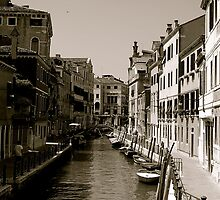 Venezia, Italia.  by artsbyscott