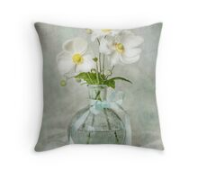 Anemone allure Throw Pillow