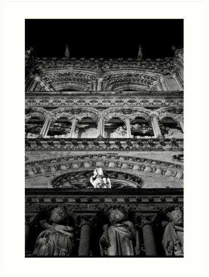 Quasimodo pauses to address the photographer by Rhoufi